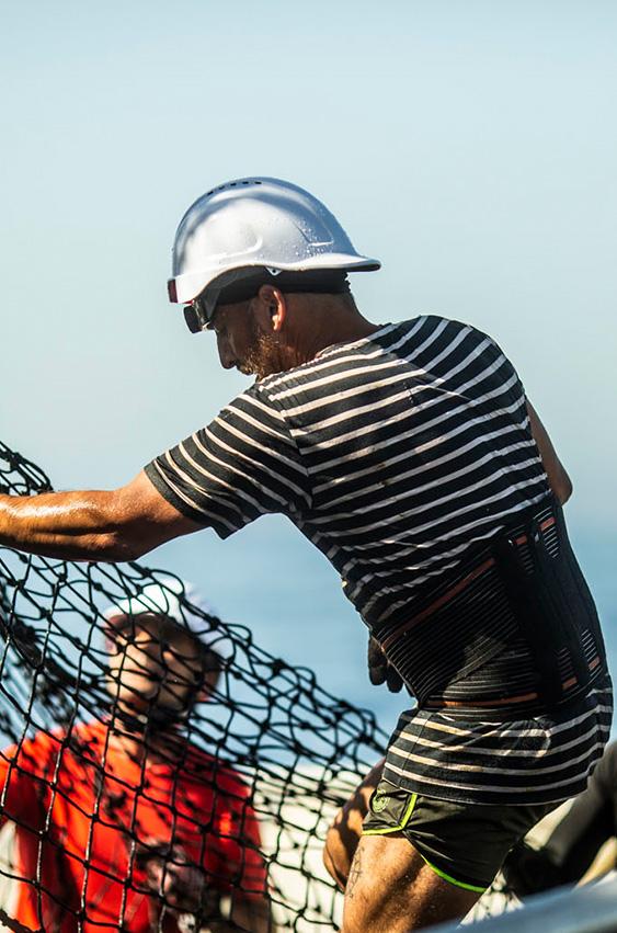 En continua relación con instituciones como AZTI, MSC, EII, ISSF… trabajando por la sostenibilidad del recurso y las buenas prácticas. Tanto tripulantes como gestores y directivos asisten a cursos de formación y mejora de la actividad pesquera.